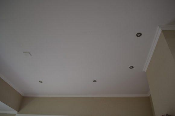Nieuw gestukadoord plafond