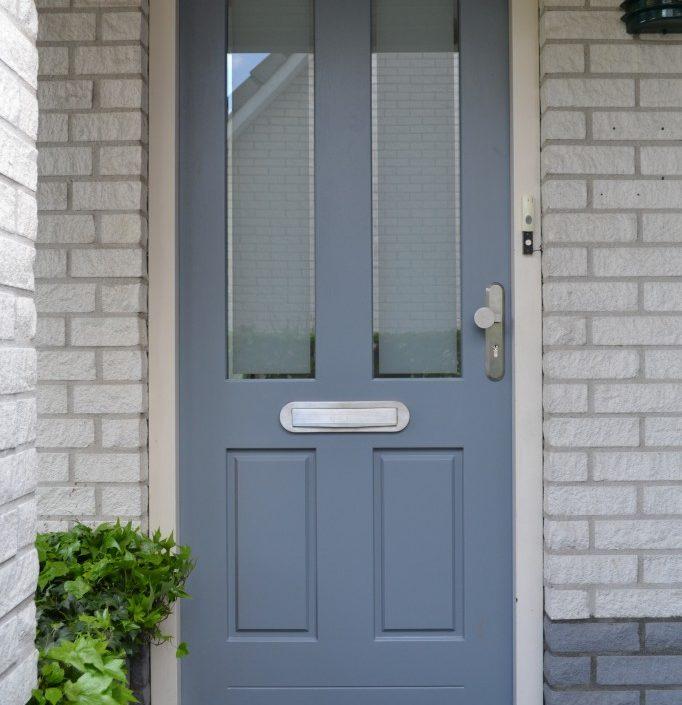 Plaatsen nieuwe voordeur (hout)